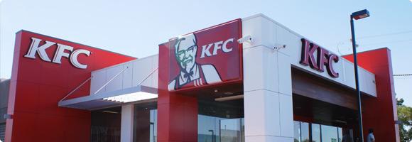 A la fin des années 50,  le colonel Sanders se retrouva à la tête de 400 restaurants en franchise.